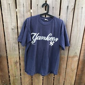 Vintage MLB New York Yankees Men's Shirt